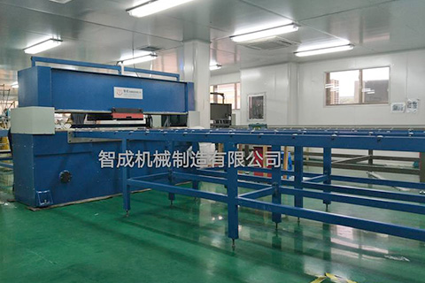 Board feeding travel head cutting machine